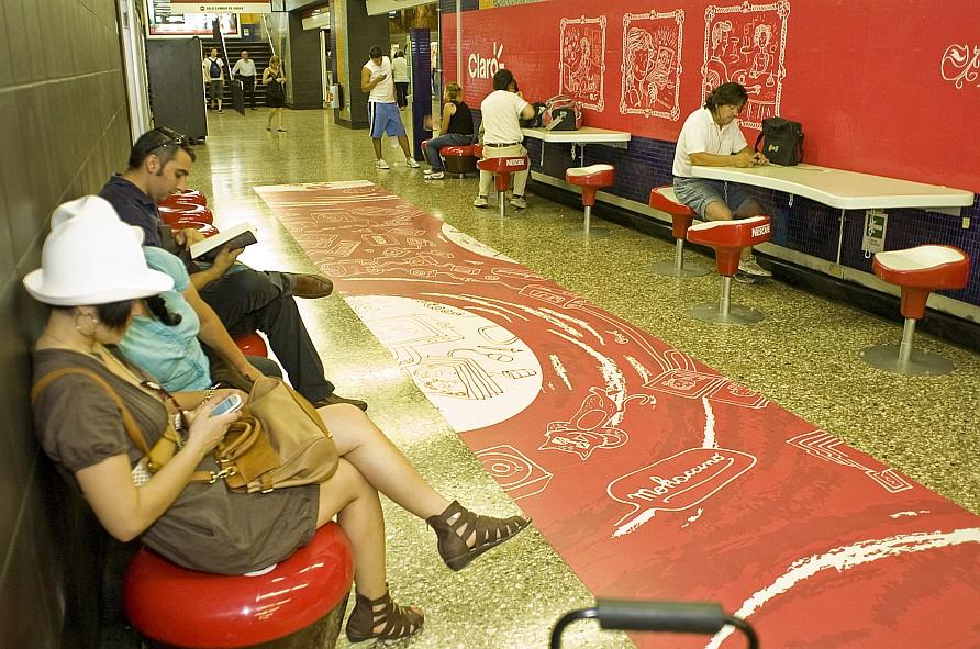Exemplo de Transporte Público e Estilo de Vida no Metro de Santiago: Internet Wi-Fi aos passageiros